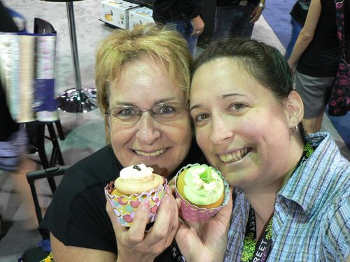 On s'est fait gâter chez Silhouette, de beaux cupcakes pour lesquels on a faits de jolis cupcakes holders