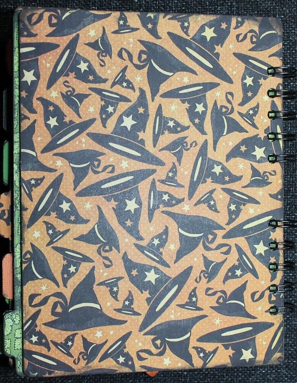Nienna_Happy Haunting_Mini-album_pages15-16